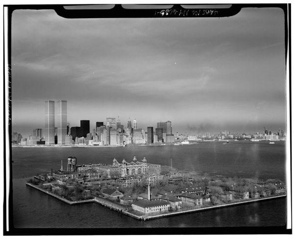 Ellis Island por Neal H.
