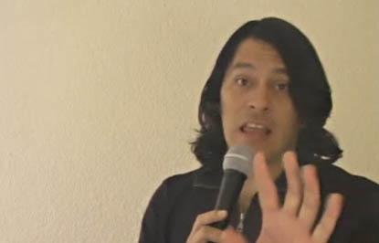 David Ochoa en uno de sus videos